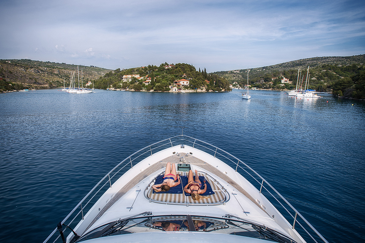 Reasons to charter a yacht with a professional skipper in croatia