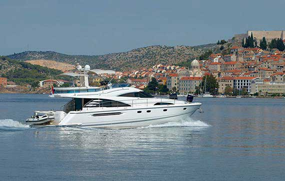Luxury motor yachts and boats to charter in Croatia (Šibenk), rent your motor boat, hire a skipper.